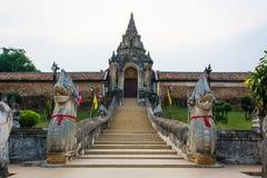 Η είσοδος σε Wat Phra που Lampang Luang στοκ φωτογραφία