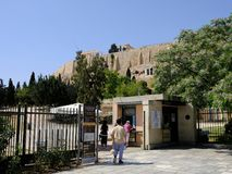 Η είσοδος στην ακρόπολη κλίνει κάτω από το Parthenon, Αθήνα, Ελλάδα Στοκ Εικόνες