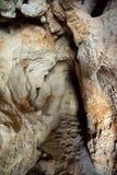 Η είσοδος της σπηλιάς Rifovaya σπηλιών σκοπέλων, φορά τον ποταμό, περιοχή του Βόλγκογκραντ, της Ρωσίας Στοκ Φωτογραφίες