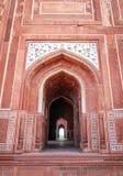 Η είσοδος του μουσουλμανικού τεμένους σε Taj Mahal, Agra, Ινδία στοκ εικόνα με δικαίωμα ελεύθερης χρήσης