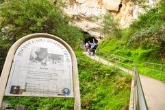 Η είσοδος των σπηλιών Jenolan είναι σπηλιές ασβεστόλιθων που βρίσκονται μέσα στην επιφύλαξη συντήρησης καρστ Jenolan στοκ εικόνα