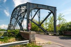 Η είσοδος μιας γέφυρας μετάλλων Στοκ φωτογραφία με δικαίωμα ελεύθερης χρήσης
