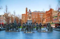 Η εγκατάσταση ρολογιών νύχτας σε Rembrandtplein στο Άμστερνταμ Στοκ Φωτογραφίες