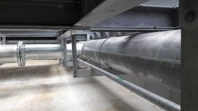Η εγκατάσταση σωληνώσεων Galvanice με την καυτή εμβύθιση υποστήριξης σωλήνων γαλβανίζει Στοκ Εικόνα