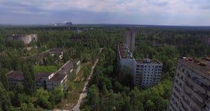 Η εγκαταλειμμένη πόλη Pripyat κοντά στο Τσέρνομπιλ (κεραία, 4K) απόθεμα βίντεο