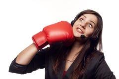 η εγκιβωτίζοντας επιχειρηματίας φορείται γάντια σε που χτυπά Στοκ φωτογραφία με δικαίωμα ελεύθερης χρήσης