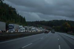 Η εθνική οδός κατά τη διάρκεια μιας κίνησης αυτοκινήτων στοκ εικόνα