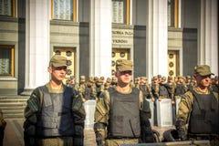 Η εθνική φρουρά κάτω από το Verkhovna Rada της Ουκρανίας - 31 08 2015 Στοκ Φωτογραφίες