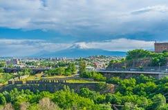Η εικονική παράσταση πόλης με Ararat τοποθετεί Στοκ Εικόνες