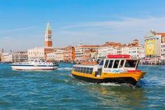 Η εικονική παράσταση πόλης της Βενετίας, Ιταλία, είδε από τη λιμνοθάλασσα Στοκ Εικόνες