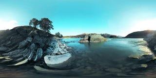 Η εικονική πραγματικότητα UHD 4K 360 VR ενός ποταμού ρέει πέρα από τους βράχους στο όμορφο τοπίο βουνών φιλμ μικρού μήκους