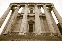 Η εικόνα σεπιών του ναού Antoninus και Faustina ενσωμάτωσε την ΑΓΓΕΛΙΑ 141, στο ρωμαϊκό φόρουμ, Ρώμη, Ιταλία, Ευρώπη Στοκ Φωτογραφία