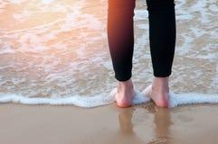 Η εικόνα του ποδιού στην παραλία Στοκ φωτογραφία με δικαίωμα ελεύθερης χρήσης