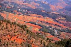 Η εκθαμβωτική κόκκινη εδαφολογική φυσική περιοχή Dongchuan στοκ φωτογραφία με δικαίωμα ελεύθερης χρήσης