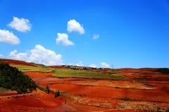 Η εκθαμβωτική κόκκινη εδαφολογική φυσική περιοχή Dongchuan στοκ εικόνες