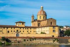 Η εκκλησία του SAN Frediano και του ποταμού Arno, Φλωρεντία, Ιταλία στοκ φωτογραφία με δικαίωμα ελεύθερης χρήσης