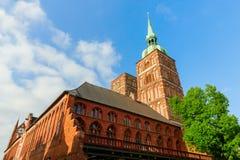 Η εκκλησία του ST Nicolas στην ΟΥΝΕΣΚΟ προστάτευσε την παλαιά πόλη Stralsund, Γερμανία στοκ φωτογραφίες