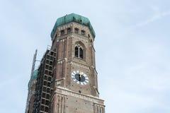 Η εκκλησία Frauenkirche στο Μόναχο κάτω από την κατασκευή Στοκ φωτογραφία με δικαίωμα ελεύθερης χρήσης