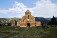 Η εκκλησία Odzun και παλαιό νεκροταφείο, χωριό Odzun της περιοχής της Lori της Αρμενίας στοκ εικόνες