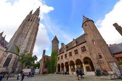 13η εκκλησία αιώνα της κυρίας μας με το 122m ψηλό πύργο του στη Μπρυζ Στοκ εικόνες με δικαίωμα ελεύθερης χρήσης