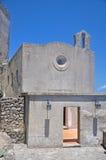 Η εκκλησία πετρών στο έδαφος του κάστρου Aragonese Στοκ Φωτογραφίες