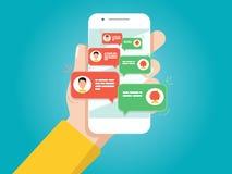 η εκμετάλλευση χεριών τραπεζών ανασκόπησης σημειώνει το smartphone Άτομο που κουβεντιάζει με τη συνομιλία BOT απεικόνιση αποθεμάτων