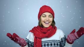 Η εκμετάλλευση χειμερινών γυναικών δίνει τους φοίνικες επάνω και πιάνοντας το διάστημα αντιγράφων φιλμ μικρού μήκους