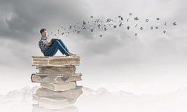 η εκπαίδευση έννοιας βιβλίων απομόνωσε παλαιό Στοκ εικόνες με δικαίωμα ελεύθερης χρήσης