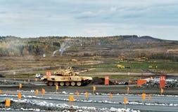 Η εκσυγχρονισμένη κύρια τ-ΔΕΚΑΕΤΙΑ ΤΟΥ '90 δεξαμενών μάχης Στοκ Φωτογραφία