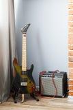 Ηλεκτρικά κιθάρα και amp Στοκ φωτογραφία με δικαίωμα ελεύθερης χρήσης