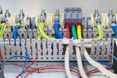 Ηλεκτρικά feedthrough τερματικά, καλώδια και καλώδια στο artboard Στοκ Εικόνες