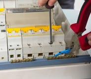 Ηλεκτρικές επισκευές συσκευών καθορισμός ηλεκτρολόγων Στοκ Φωτογραφίες