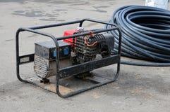 ηλεκτρική γεννήτρια κινητ Επισκευή της οδικής εργασίας στοκ εικόνα