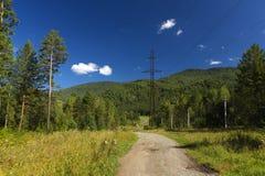 Ηλεκτρική γραμμή στο βουνό Στοκ εικόνες με δικαίωμα ελεύθερης χρήσης