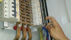 Ηλεκτρική ενέργεια και σπινθήρας υπο--διανομής επιτροπής απόθεμα βίντεο