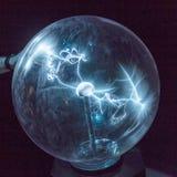 Ηλεκτρική ενέργεια σε μια σφαίρα πλάσματος Στοκ Φωτογραφία