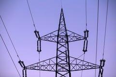 ηλεκτρική ενέργεια δύο φωτισμού καλωδίων στοκ φωτογραφίες