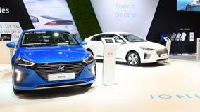 Ηλεκτρική κίνηση της Hyundai Ioniq και υβριδικό μέσος-μέγεθος hatchback φιλμ μικρού μήκους