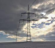 Ηλεκτρική καλωδίωση χειμερινών τοπίων και ιστών Στοκ φωτογραφία με δικαίωμα ελεύθερης χρήσης