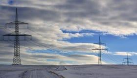 Ηλεκτρική καλωδίωση χειμερινών τοπίων και ιστών Στοκ φωτογραφίες με δικαίωμα ελεύθερης χρήσης