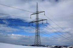 Ηλεκτρική καλωδίωση χειμερινών τοπίων και ιστών Στοκ Φωτογραφία