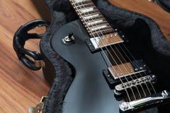 Ηλεκτρική κιθάρα στην περίπτωση Στοκ εικόνες με δικαίωμα ελεύθερης χρήσης
