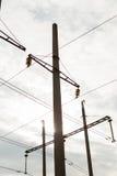 ηλεκτρική υψηλή τάση πύργων Έννοια δύναμης Με τον ουρανό σύννεφων Στοκ Εικόνες