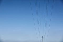 ηλεκτρική υψηλή τάση πύργων Έννοια δύναμης Στοκ Φωτογραφία