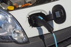 Ηλεκτρική χρέωση αυτοκινήτων Στοκ φωτογραφίες με δικαίωμα ελεύθερης χρήσης