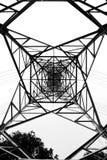 ηλεκτρικοί πυλώνες ισχύ&omi Στοκ Φωτογραφία