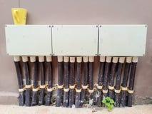 Ηλεκτρικός αγωγός με τα κιβώτια συνδέσεων Στοκ Φωτογραφία