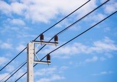 Ηλεκτρικός μετα και σαφής ουρανός Στοκ εικόνα με δικαίωμα ελεύθερης χρήσης
