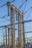 Ηλεκτρικός μονωτής στα καλώδια Στοκ Φωτογραφίες