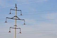 Ηλεκτρικός πόλος σιδήρου στον ουρανό. Στοκ φωτογραφίες με δικαίωμα ελεύθερης χρήσης